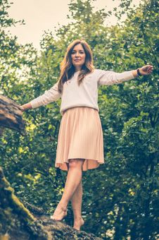 Free Woman Standing On Branch Of Tree Photo Stock Photography - 129415022
