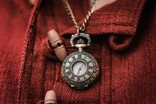 Free Gold-colored Chain Necklace With Watch Pendant Royalty Free Stock Photography - 129415027