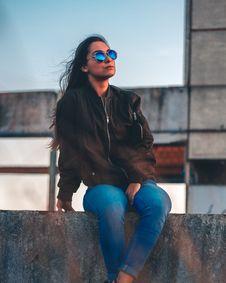 Free Woman Wearing Black Bomber Jacket Royalty Free Stock Images - 129415059
