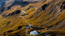 Free Road In The Middle Of A Mountain Royalty Free Stock Photography - 129415147