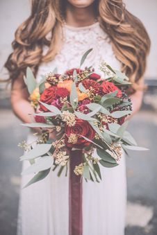 Free Selective Focus Photography Of Bride Holding Flower Bouquet Royalty Free Stock Photography - 129415167