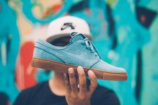 Free Person Holding Nike Sb Suede Low-top Sneaker Royalty Free Stock Image - 129415276