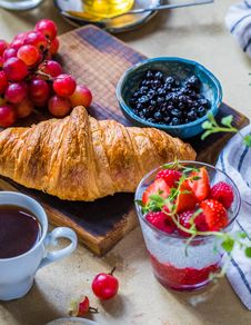 Free Croissant Bread With Blueberries And Strawberries Royalty Free Stock Photo - 129415525