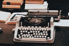 Free Photograph Of A Vintage Typewriter On Table Royalty Free Stock Photo - 129501185