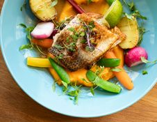 Free Fried Fish With Vegetables Dish On Teal Plate Stock Photo - 129686710