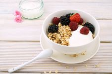 Free Cereals, Cream, Strawberry, Blackberry, And Raspberry Filled White Ceramic Bowl Royalty Free Stock Image - 129786606