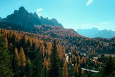 Free Mountains Under Blue Sky Stock Images - 129786764
