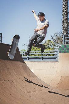 Free Man Performing Skateboard Tricks Stock Photo - 129786810