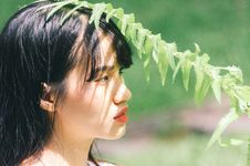 Free Close-Up Photo Of Woman Near Fern Plant Stock Images - 129786854