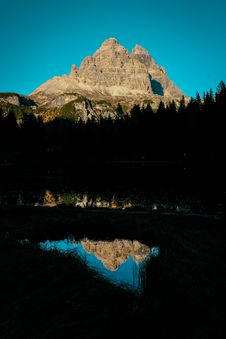 Free Brown Rock Mountains Stock Photo - 129874940