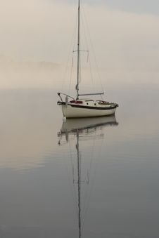 Free Sailboat On Foggy Morning Royalty Free Stock Photography - 1303507
