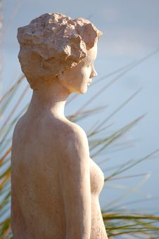 Free Woman Sculpure Royalty Free Stock Photo - 1305145