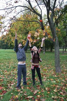 Free Autumn Couple Stock Photography - 1306892