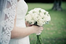 Free Bride Holding White Rose Flower Bouquet Royalty Free Stock Photography - 130178697
