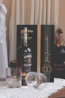 Free Jameson Select Bottle Near Clear Glass Drinking Cups And Box Royalty Free Stock Images - 130289019