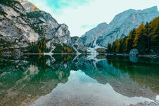 Free Photo Of Beautiful Mountain Scenery Near Body Of Water Royalty Free Stock Image - 130289096