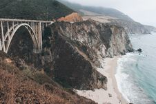 Free Bridge Across Two Land Formations Near Coast During Foggy Day Royalty Free Stock Photography - 130289097