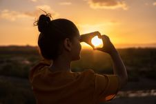 Free Woman Doing Hand Heart Sign Royalty Free Stock Photo - 130422475