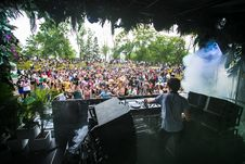 Free Dj Controlling Disc In Front Of Crowd Stock Photo - 130423810