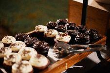 Free Chocolate Cupcakes On Tray Royalty Free Stock Image - 130423996