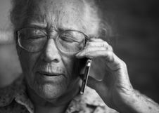 Free Grayscale Photography Of Person Using Phone Stock Image - 130492191