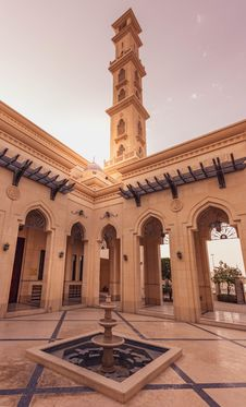 Free Outdoor Fountain At A Mosque Stock Images - 130575024