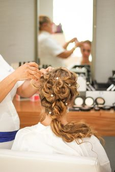 Free Bride Getting Her Hair Done Royalty Free Stock Photos - 130575098