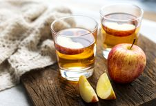 Free Two Glasses Of Apple Cider Royalty Free Stock Photography - 130575187