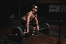 Free Shirtless Man Lifting Barbell Stock Photography - 130575442