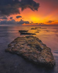 Free Shore With Rocks During Golden Hour Stock Images - 130575454