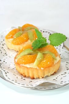 Free Mandarin Tartlet With Lemon Balm Royalty Free Stock Photo - 13063745