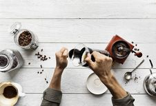 Free Person Pouring Coffee In A Mug Royalty Free Stock Images - 130644839