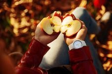 Free Person Holding Sliced Apple Royalty Free Stock Image - 130644876
