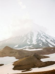 Free Scenic View Of Snow Capped Mountain Royalty Free Stock Photo - 130644905