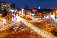 Free Time Lapse Photography Of Vehicles Crossing The Intersection Royalty Free Stock Photo - 130644915