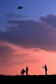 Free Silhouette Of People Flying A Kite During Golden Hour Stock Photography - 130895742