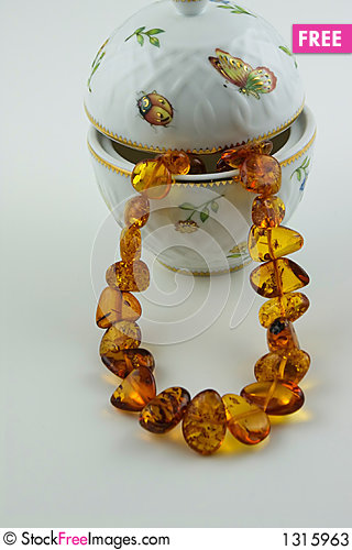 Free Amber Treasure - Necklace And China Vase Stock Photos - 1315963