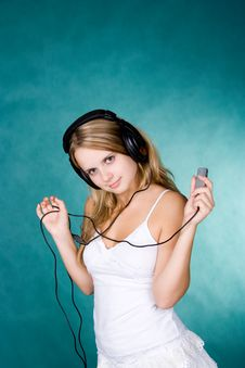 Free Young Girl With Mp3 Stock Photography - 1310322