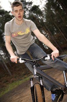 Free Mountain Bikeing Royalty Free Stock Photography - 1312137