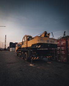 Free Orange Heavy Equipment Stock Photo - 131016990