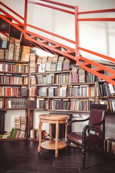 Free Book Lots On Wooden Shelf Royalty Free Stock Images - 131108909