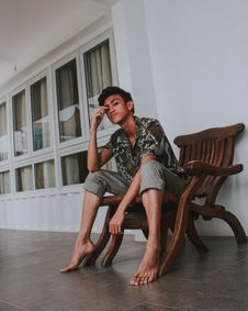 Free Photo Of Man Sitting On Brown Wooden Armchair Royalty Free Stock Photography - 131109007