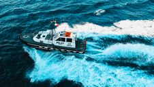 Free Black And White Pilot Tug Boat On Ocean Royalty Free Stock Image - 131109146