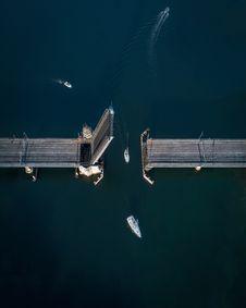 Free High-angle Photography Of White Sailboat Crossing Bridge Royalty Free Stock Photo - 131201045