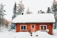 Free Photo Of House Covered With Snow Royalty Free Stock Photo - 131330045