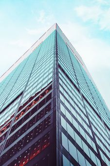 Free Low Angle Shot Of High-rise Building Stock Photography - 131422792