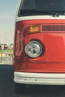 Free Red And White Volkswagen Van Royalty Free Stock Photo - 131422835