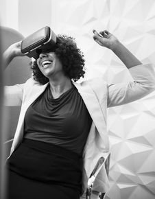 Free Grayscale Photography Of Woman Wearing Virtual Reality Headset Stock Images - 131422874