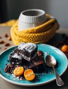 Free Fudge Cake With Sugar Royalty Free Stock Photo - 131518655