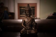 Free Brass Buddha Figurine On Black Surface Stock Images - 131518924